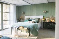 15 dormitorios en verde que invitan al relax Cottage House Plans, Craftsman House Plans, Cottage Homes, Bedroom Green, Green Rooms, Mountain Bedroom, Relax, Living Room, Interior Design