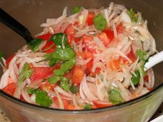Chilean Tomato and Onion Salad Recipe Latin American Food, Latin Food, Chilean Food, Chilean Recipes, Mexican Food Recipes, Ethnic Recipes, Comida Latina, Cooking Recipes, Crack Crackers
