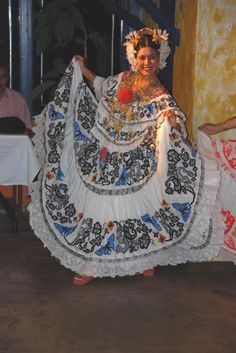 Folkloric dancing with dinner, Panama City