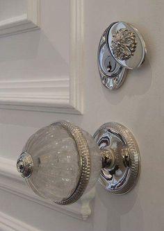 Oh my goodness, that door knob!