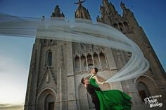 So in love with this Barcelona wedding photo, you can't help but be drawn into its magic!