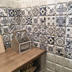 Tavira Blanco 15x15 & Decor Tavira 15x15 : for a cute and warm home corner. #mainzu #mainzuceramica #ceramics #ceramica #tile #plitka #azulejos #cevisama #feriavalencia #new #newlaunch #madeinspain #spanishtile #nofilter #tileaddiction #плитка #interiordesign #decoration #decor #art #architecture #archilovers #design #design #creative #creativetile by mainzu_ceramica