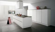 Cucina moderna con base e colonne in rovere laccato bianco Lucrezia, Cesar | CucinaIdea.com