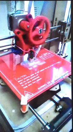 As impressoras 3D fazem cada vez mais sucesso e já provaram do que são capazes. Elas podem criar desde objetos mais complexos até os mais simples, de maneira eficiente e, muitas vezes, mais barata. A nossa impressora já vem com auto nivelamento, ABS, regulador de correia e muito mais… Adquira a sua!!
