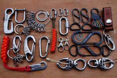 Paracord: The Ultimate Survival Tool - Way Outdoors Paracord Knots, Paracord Bracelets, Edc Tools, Survival Tools, Paracord Accessories, Edc Gadgets, Edc Everyday Carry, Paracord Projects, Edc Gear