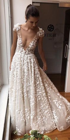 60 Trendy Wedding Dresses For 2020 Shopping for trendy wedding dresses 2020 can be one of the most exciting aspects of planning a wedding. But there are so many styles to choose from. Check out these trendy bridal gowns from the top designers for Wedding Dress Trumpet, Pink Wedding Gowns, Country Wedding Dresses, Princess Wedding Dresses, Best Wedding Dresses, Bridal Gowns, Trendy Wedding, Bridal Lehenga, Gown Wedding