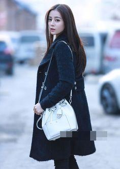 Street style ấn tượng của mỹ nữ Tân Cương - Địch Lệ Nhiệt Ba