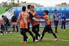 Niños de 64 países participaron en FOOTBALL FOR FRIENDSHIP   SAN PETERSBURGO Rusia Julio 2017 /PRNewswire/ - El FIFTH SEASON OF GAZPROM FOOTBALL FOR FRIENDSHIP INTERNATIONAL CHILDREN'S SOCIAL PROGRAMME tuvo lugar en San Petersburgo. Este programa reunió a jóvenes futbolistas de 64 países que actuaron como embajadores del programa. Niñas y niños de 12 años estuvieron unidos en ocho Equipos Internacionales de Amistad. El papel de los entrenadores fue realizado por jóvenes jugadores de…