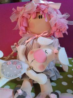 muñeca de goma eva rellena de algodón sintetico