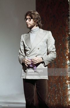 French Fashion Designer Yves Saint Laurent In Paris, France, Circa 1960 . Get premium, high resolution news photos at Getty Images 20s Fashion, Young Fashion, Fashion History, Fashion Brands, Celebrities Fashion, Divas, Vintage Ysl, French Fashion Designers, Style Icons