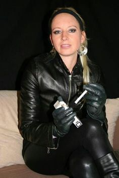 Smoking in gloves Leather Gloves, Leather Pants, Sexy Women, Women Wear, Smoking Ladies, Leather Fashion, Patent Leather, Leggings, Lady