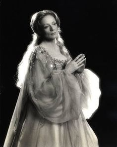 Maggie Smith as Titania in A Midsummer Night's Dream, Stratford Shakespeare Festival, 1977 💙 English Actresses, British Actresses, Actors & Actresses, British Actors, Maggie Smith Young, Stratford Shakespeare, Divas, Companion Of Honour, Glamour Movie