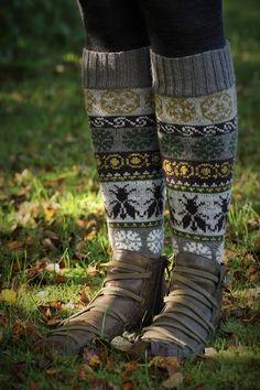 These are gorgeous, I want a pair! Fair Isle Knitting, Knitting Socks, Hand Knitting, Knitting Patterns, Fair Isle Pattern, My Socks, Bees Knees, Boot Cuffs, Leg Warmers