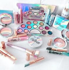 Too Faced launched this amazing new makeup collection! New eyeshadow palette lippies and so many other great products! So much makeup look inspiration and fun colors and shades here! Too Faced X Raelynn: Life Is a Festival Collection Makeup Goals, Makeup Kit, Makeup Brushes, Makeup Remover, Lip Makeup, Beauty Makeup, Make Up Palette, New Eyeshadow Palettes, Makeup Eyeshadow Palette