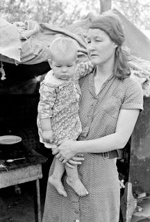 Migrant mother with child, near Harlingen, Texas, 1939