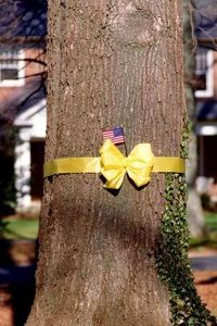 How to Make Decorative Big Yellow Ribbon Bows thumbnail