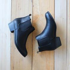 black chelsea boots - shophearts - 3