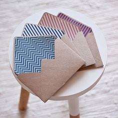 FREE printables: beautiful kraft envelopes with a selection of graphic liners