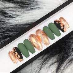 Khaki Press on Nails Matte Black False Nails Bronze Leaf