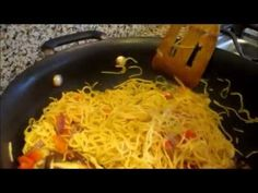 This a classic and very popular chow mein noodle recipe. I have made this recipe so that it can be prepared at home, with a standard home cook top or range. Wok Recipes, Noodle Recipes, Asian Recipes, Dinner Recipes, Chow Mein Noodle Recipe, Steamed Eggs, Healthy Food, Healthy Recipes, Cheap Dinners