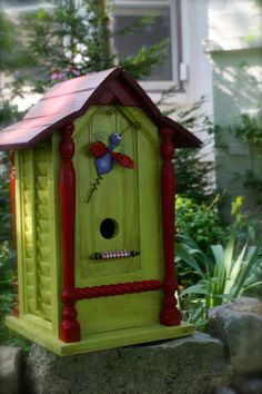 Pretty green birdhouse!