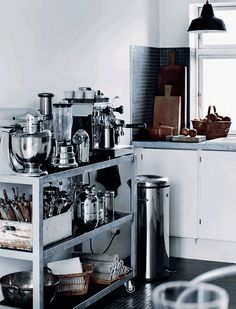 love the industrial trolley and the vintage details in this kitchen - vosgesparis: A white winter home White Kitchen Decor, Kitchen Interior, Winter House, Scandinavian Home, Kitchen Storage, Kitchen Display, Home Kitchens, Kitchen Dining, Kitchen Corner
