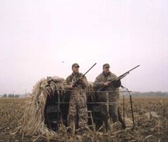 Check out our New Portable Hay Bale Goose Hunting Blind. Perfect For Comfortable Field Hunting- See Our New Just-A-Bale field blind. Hunting Ground Blinds, Duck Hunting Blinds, Goose Blind, Waterfowl Hunting, Diy Blinds, Duck Blind, Game Birds, Duck Dynasty, Girls Be Like