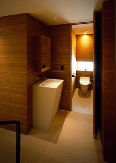 狭い空間だからこそ自由に!おしゃれで快適な個性派トイレ空間のアイデア集