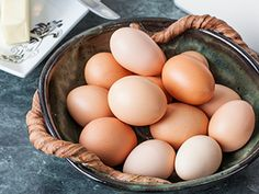 Farm Fresh - We all love fresh eggs in the morning but here you can learn how to get the FRESHEST eggs! Chickens are amazing friends to keep in the backyard. Keeping Chickens, Raising Chickens, Chicken Breeds, Chicken Coops, Mini Farm, Chicken Eggs, Chickens Backyard, Farmers Market, Poultry