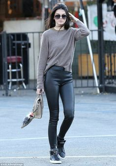 Casual leggings kendall jenner new years eve outfit casual, street fashion, Kendall Jenner Outfits, Kendall E Kylie Jenner, Kardashian Jenner, Look Fashion, Street Fashion, Fashion Outfits, Fasion, Fashion Ideas, Autumn Fashion