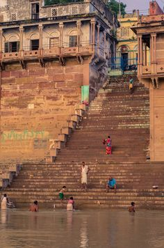 Early morning and one of the quieter ghats India Map, India Travel, Ancient Greek Architecture, Gothic Architecture, Grand Mosque, Mayan Ruins, Rajasthan India, Varanasi, Angkor Wat