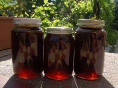 Marka boszikonyhája: Fenyőrügy szirup Mason Jar Wine Glass, Ketchup, Preserves, Food And Drink, Canning, Mugs, Drinks, Tableware, Health