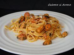 Ingrediente: – 200 g spaghete – 250 g carne midii – 2-3 linguri ulei de masline – 250 g rosii in bulion – 2-3 catei usturoi – 70 ml vin alb sec – 40 g parmezan razuit – sare si piper dupa gust – 10-15 frunze busuioc proaspat sau 1/2 … Parmezan, Ethnic Recipes, Food, Eten, Meals, Diet