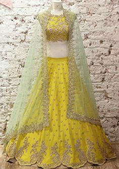 A-Line Wedding Dresses Collections Overview 36 Gorgeou… Mehendi Outfits, Indian Bridal Outfits, Pakistani Bridal Dresses, Indian Dresses, Half Saree Designs, Lehenga Designs, Lehnga Dress, Lehenga Choli, Anarkali