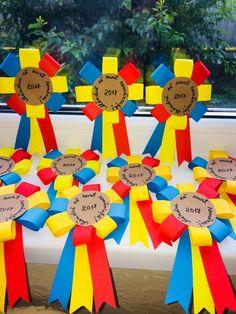 Mândru că sunt românaș! Mândră că sunt româncuță! Paper Crafts, Logos, Foot Prints, Romans, Crafts, Paper Craft Work, Logo, Papercraft, Paper Crafting