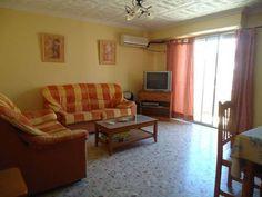 . Ref:V3372. La vivienda dispone de 3 dormitorios, 2 ba�os, sal�n- comedor al exterior... estupenda zona, cerca de la playa y de zona comercial. Patio. Balc�n.