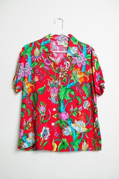 Vintage 90\u2019s Button Front Shirt with Colorful Abstract Print