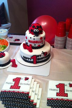 Even though it's still a ways away I so want this for kates first birthday! Little Girl Cakes, Little Girl Birthday, Ladybug Cakes, Ladybug Party, 1st Birthday Themes, 1st Birthday Parties, Birthday Ideas, Ladybug 1st Birthdays, First Birthdays