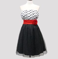 ROBE T42/44 BUSTIER ROCKABILLY / VINTAGE A POIS - STYLE PIN UP 40,00 €  Livraison 48/72h http://www.venus-mode.com/robes-bustier/619-robe-t4244-bustier-rockabilly-vintage-a-pois-style-pin-up-.html