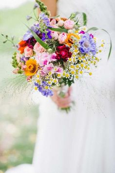 18 Wildflower Wedding Bouquets Not Just For The Country Wedding ❤ The natural beauty of wildflowers means you can use them for most wedding themes.weddingforwar… Photo: Karti fotografie – Source by Summer Wedding Bouquets, Floral Wedding, Trendy Wedding, Country Wedding Bouquets, Fall Wedding, Purple Wedding, Wildflower Wedding Bouquets, Colourful Wedding Flowers, Bright Flowers