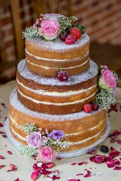 Naked Victoria Sponge Cake Flowers Icing Vintage 1950s Summer Fete Wedding http://www.mia-photography.com/