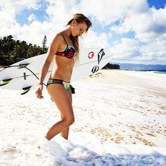 Surf girl... Maud Le Car...