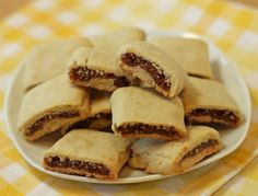 homemade fig newton recipe, try with some substitutions Fig Recipes, Great Recipes, Cookie Recipes, Dessert Recipes, Favorite Recipes, Juicer Recipes, Healthy Desserts, Salad Recipes, Recipies