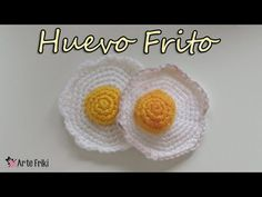 Huevos Fritos Amigurumi, a diy craft post from the blog Arte Friki, written by Arte Friki on Bloglovin' Crochet Food, Knit Crochet, Crochet Hats, Huevos Fritos, Amigurumi Tutorial, Crochet Home Decor, Play Food, Needle And Thread, Free Pattern