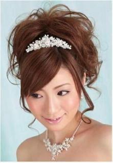 花嫁ヘアスタイル参考画像 : 【かわいい】結婚式(ウェディング ... : 特集☆結婚式【ウエディングヘアカタログ】結婚式の時の髪型。髪飾りで豪華さとボリュームアップ - NAVER まとめ