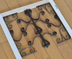 いらなくなったブラインドの板と 木材とセリアA4フォトフレームなど使って フレンチ風アイアンパーテンション風扉制作。