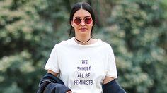 Se mi avessero detto che tornavano di moda le magliette con le scritte  - Gioia.it