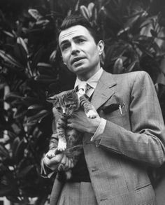 0 James Mason, 1945, with his cat