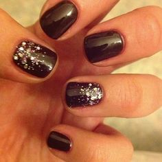 Shellac nails & glitter :-)love the glitter on the thumb AND ring finger!