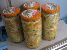 Zelná pickles – tři varianty | Živá strava, raw food, raakaruoka Raw Food Recipes, Pickles, Mason Jars, Smoothie, Stuffed Peppers, Raw Recipes, Stuffed Pepper, Mason Jar, Smoothies